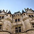 Poitiers, Hôtel Fumée et les Légendes Poitou - Mélusine, licorne et le dragon (3)