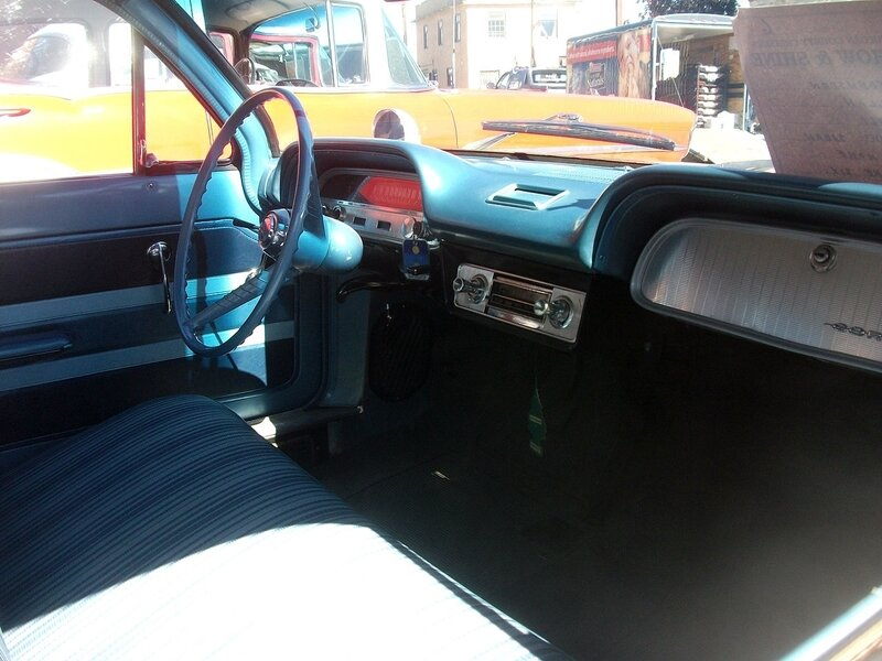1280px-1961_Chevrolet_Corvair_sedan_interior_(7756546422)