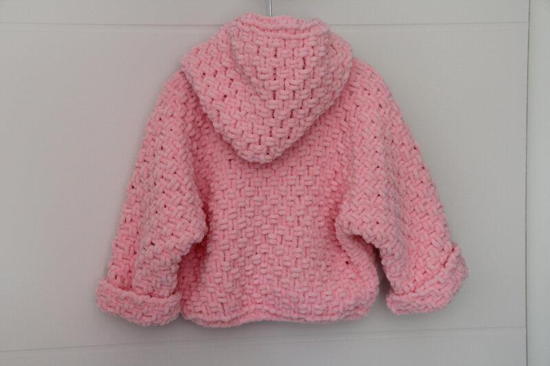 Grosse veste rose à capuche 12-18 mois (dos)
