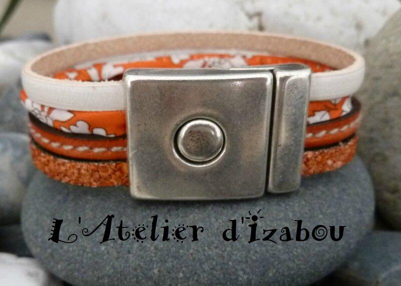 P1130790 Bracelet large femme cuir structuré orange, cuir cousu orange, liberty orange et blanc, cuir blanc