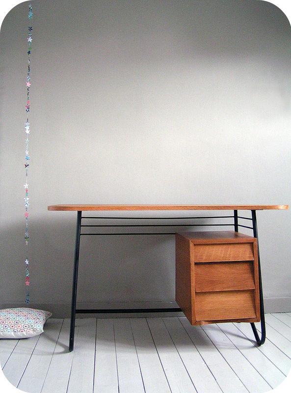 bureau vintage des ann es 50 guariche hitier l 39 atelier du petit parc. Black Bedroom Furniture Sets. Home Design Ideas