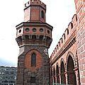 Une des deux tours du pont oberbaumbrücke