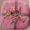 Gâteau en forme de cadeau