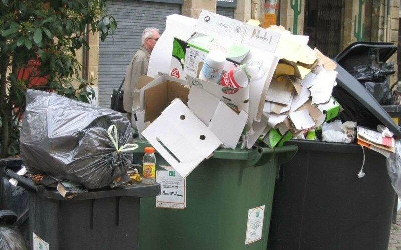 pbles-ordures-menageres-n-ont-pas-ete-collectees-pendant-cinq-jours-bphoto-s-m-p