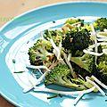 Salade de brocoli, germes de soja et sauce soja