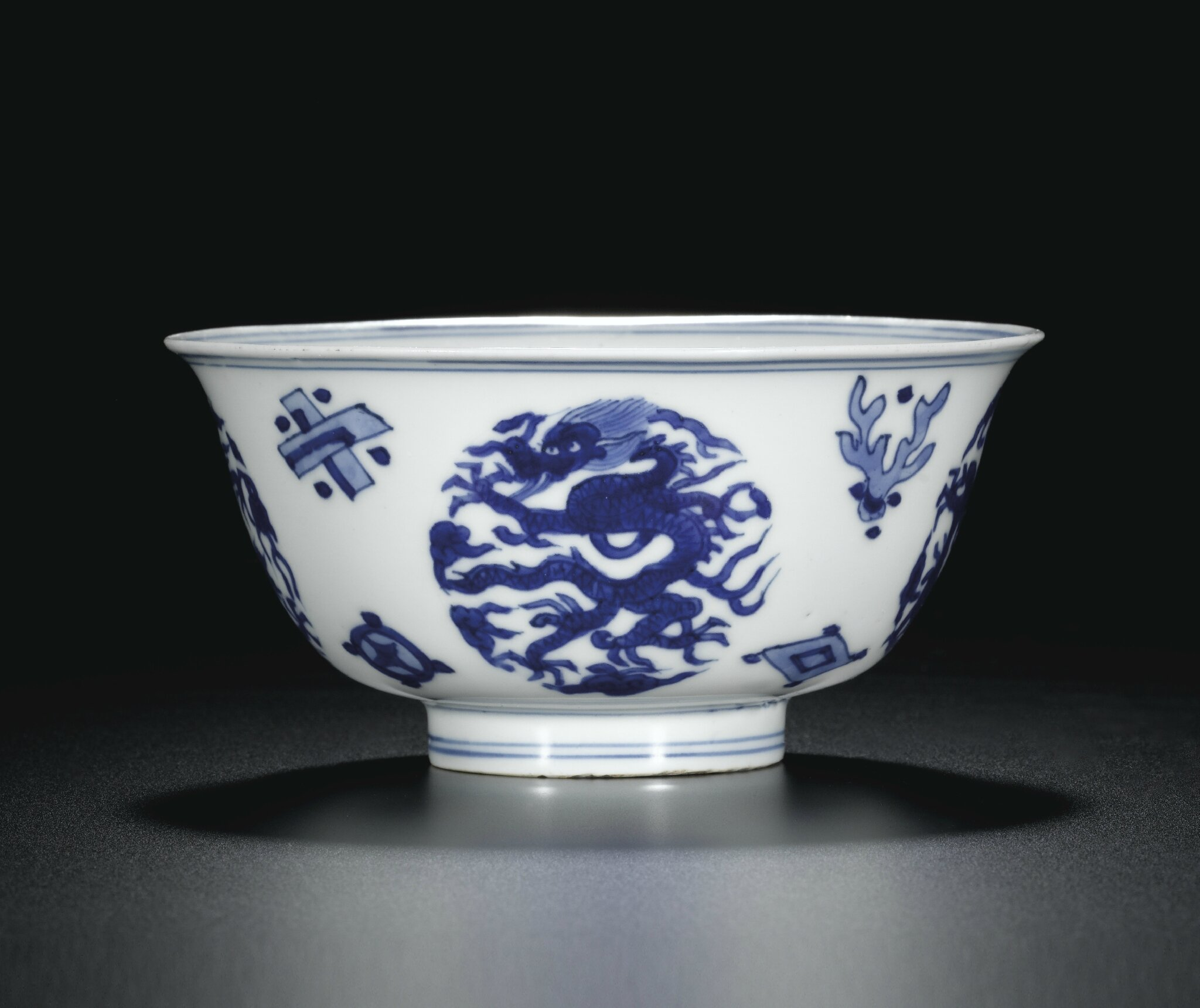 A blue and white 'dragon' bowl