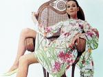 Wicker_sitting_inspiration-audrey_hepburn-1966-09-by_william_klein-1-2