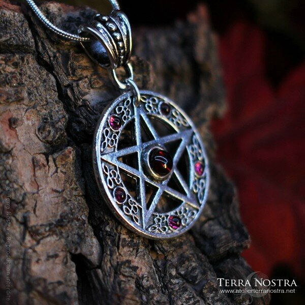 pendentif-the-witch-1