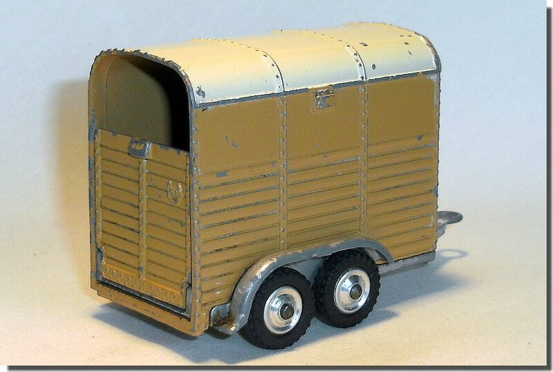 Corgi Toys #102 Pony Trailer Version 2 B