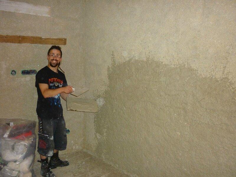 Renover une maison - longère - enduits chaux chanvre - mur en pierre - gobetis - enduit de corps - enduits de finition