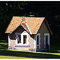 Petite maison dans la prairie de randan (cour du château 63)
