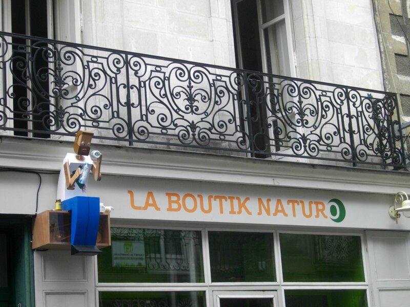 enseigne-voyage-nantes-naturo-boutik-rue-marechal-joffre