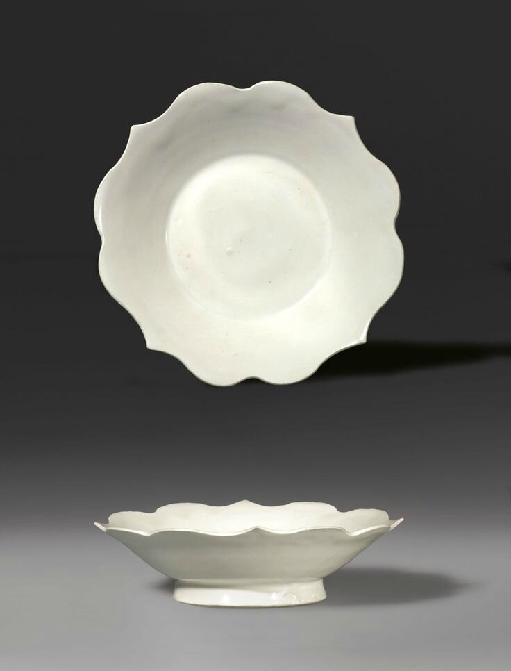 A quatrefoil dish with barbed rim, Five Dynasties-Early Northern Song Dynasty, A