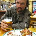 Jénorme mange des Pintxos à Donostia (Espagne)