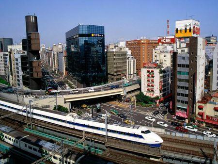 Bullet_Train,_Ginza_District,_Tokyo,_Japan