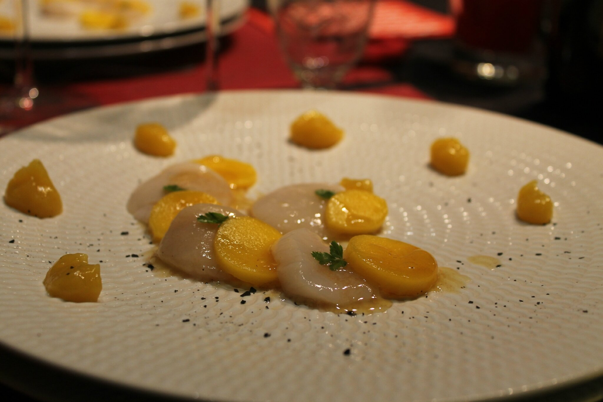 Carpaccio de st jacques et mangue