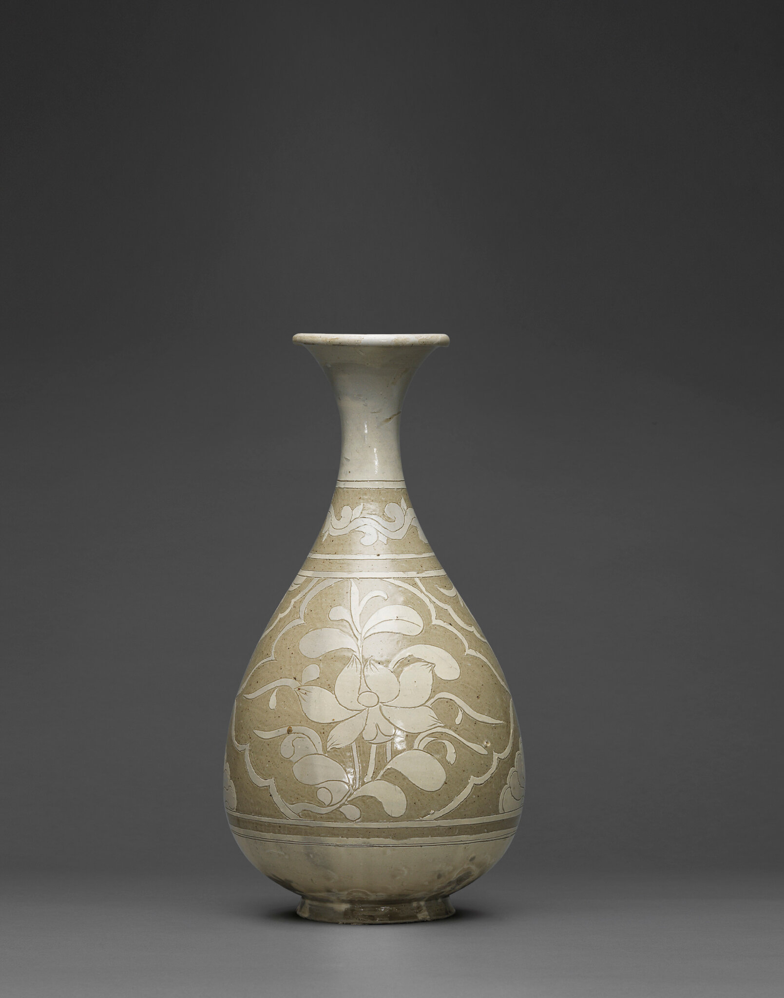 A Cizhou sgraffiato pear-shaped vase, yuhuchunping, Northern Song dynasty (960-1127)