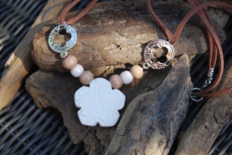 collier fleur blanche (dispo)