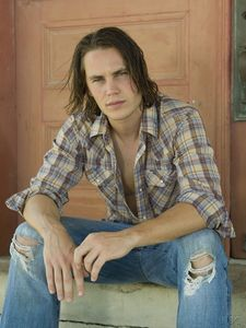 tim_riggins_friday_night_lights_561367_1124_1500