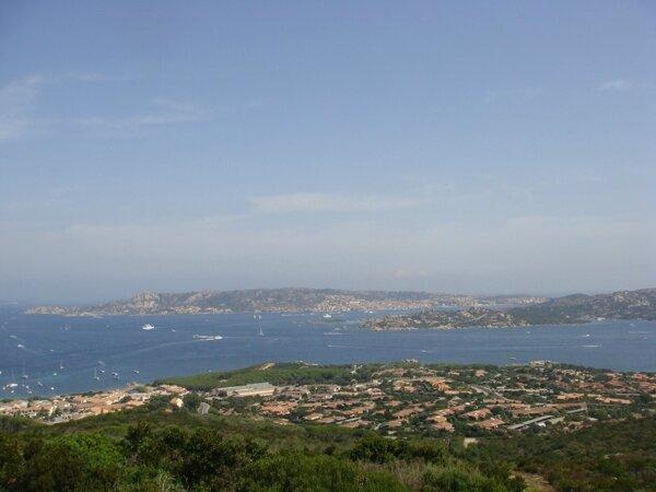 vue du haut de Capo d'Orso sur l'archipel et Palau