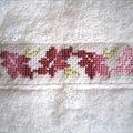 serviette à main fleurs stylisées 1