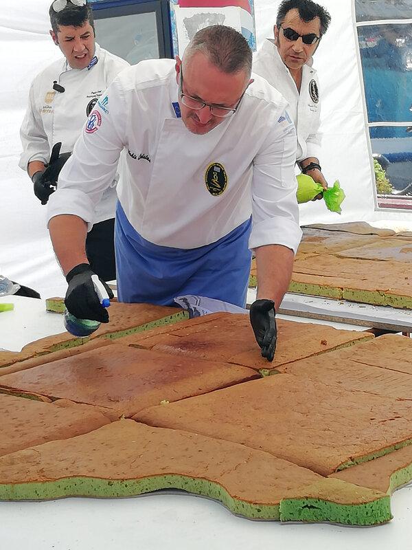 festival pistache préparation gâteau Egine chef