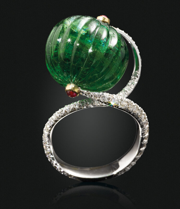 2019_NYR_17464_0329_000(an_emerald_bead_ruby_and_diamond_ring)