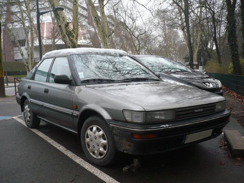TOYOTA Corolla E90 1