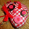 Un peu de couture ...coeur et boutons ...