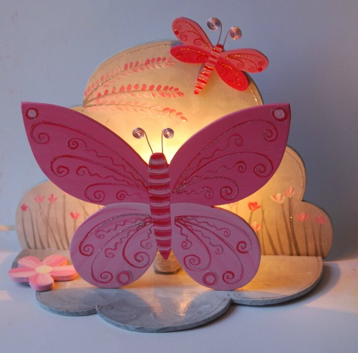 veuilleuse papillon rose et grise