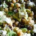 Salade de pois chiches, avocat, fêta et cramberies
