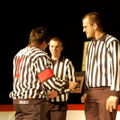 L'arbitre et ses 2 assistants