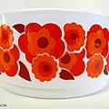Vaisselle vintage ... grand saladier arcopal (o215) * lotus rouge