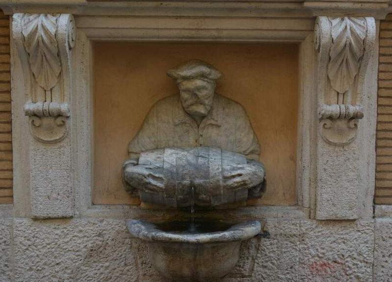 Statues Pigna Via Lata Facchino
