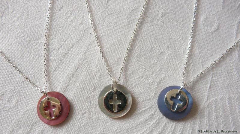 Collier mini médaille Croix