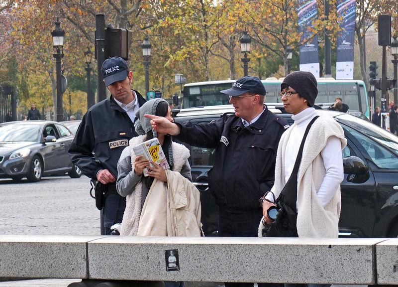 Police_aux_Champs_Elys_es_010