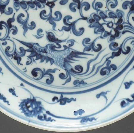 A_blue_and_white_porcelain_dish_with_phoenix_and_floral_spray_decoration4