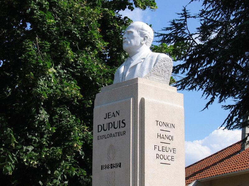 statue Jean Dupuis, août 2004 (1)