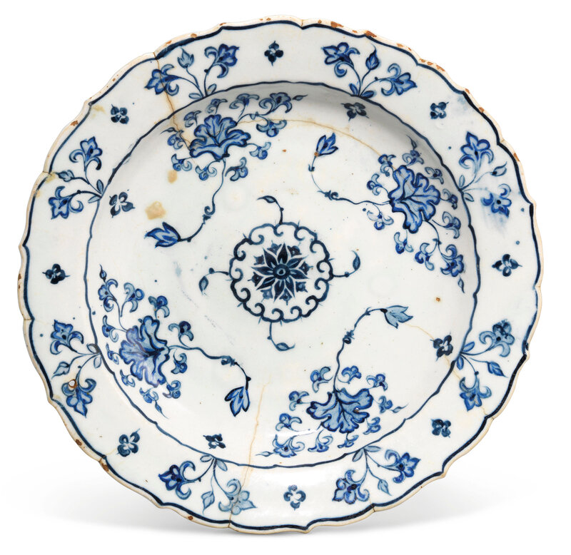 2020_CKS_18371_0140_003(an_iznik_blue_and_white_cusped-rim_pottery_dish_ottoman_turkey_circa_1_d6255805)