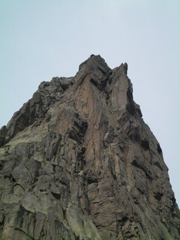 8-Lac de Capitellu-Pic rocheux surplombant le lac de Ca