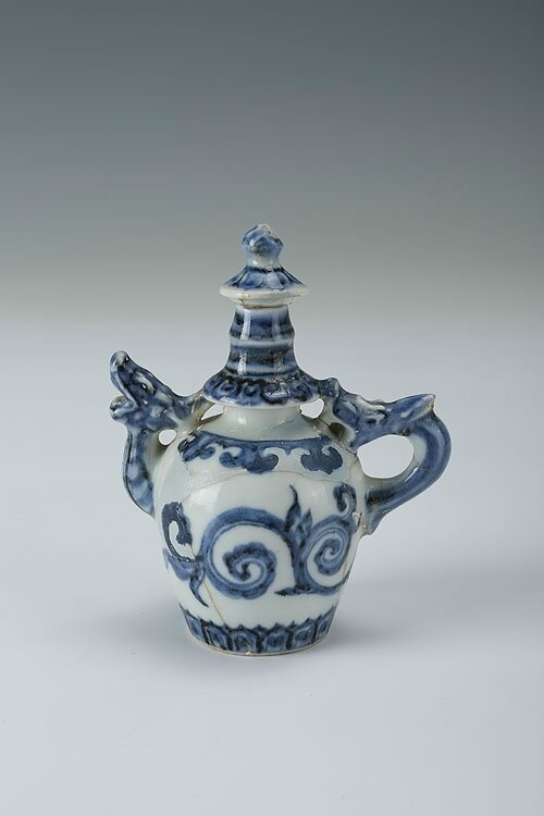 Blue-and-white water dropper with the design of dragons, Xuande period (1426-1435)