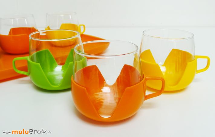 PLATEAU-et-TASSES-verre-plastique-6-muluBrok-Vintage