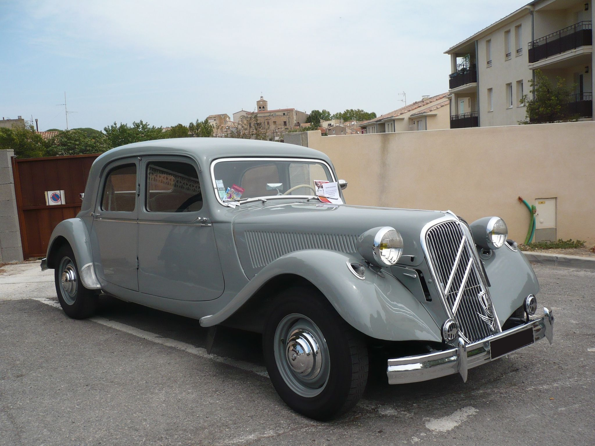 CITROËN Traction Avant 15 6 cyl Poussan (1)