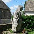 statue dans un jardin à Saint-Pardoux