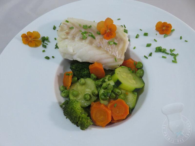 Pièce de cabillaud en nage de légumes