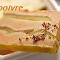foie gras aux aux poires caramelisees .