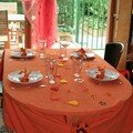 Une table orange...