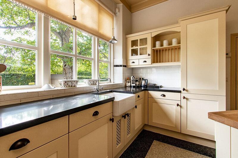 VISITE HOLLANDAISE 245 cuisine jaune vanille de biais (3)