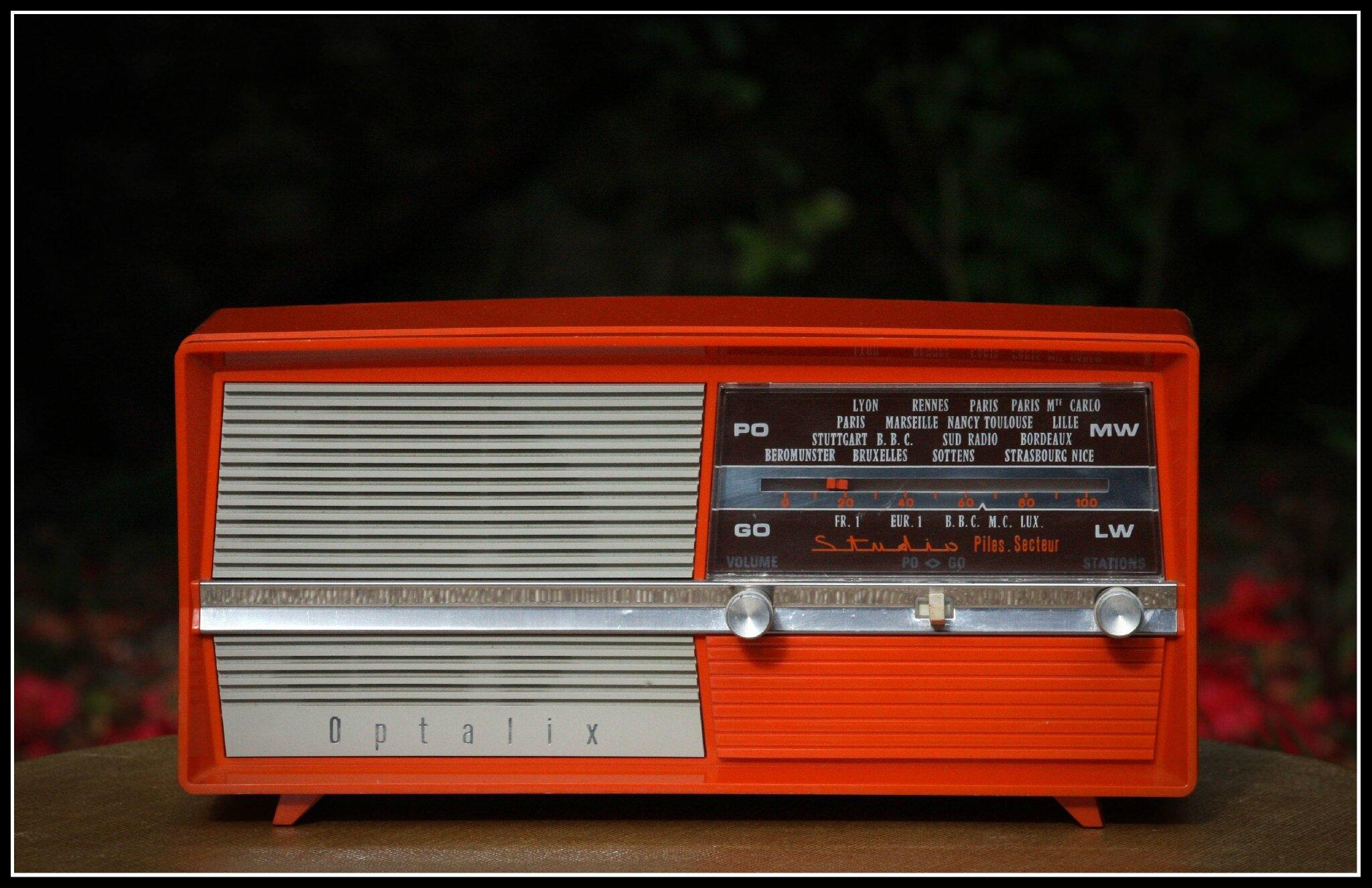 """Résultat de recherche d'images pour """"radio rouge 70s"""""""