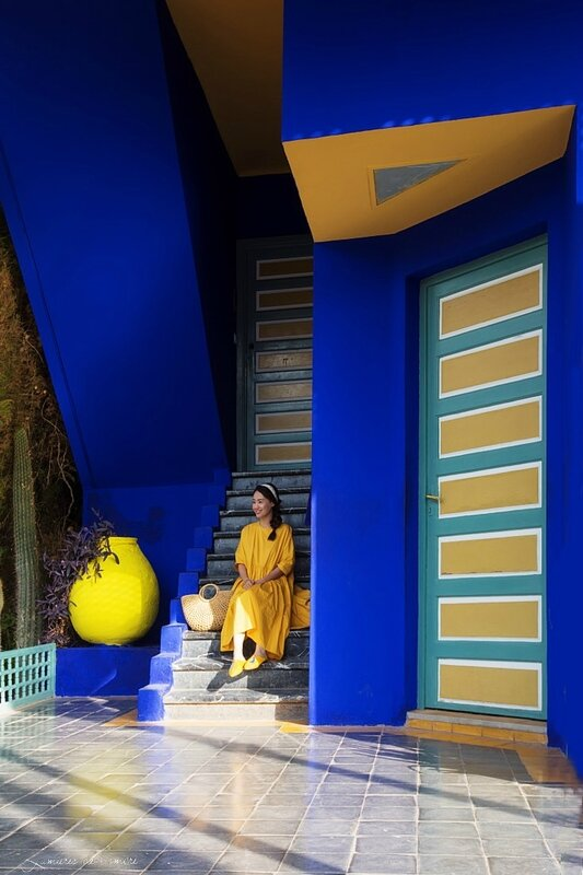w_Majorelle_Fille en jaune escaliers_20170929_6481
